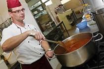 Nová je i kuchyně a šéfkuchař. Jídlo je tu nyní prý nejlepší v Mostě.