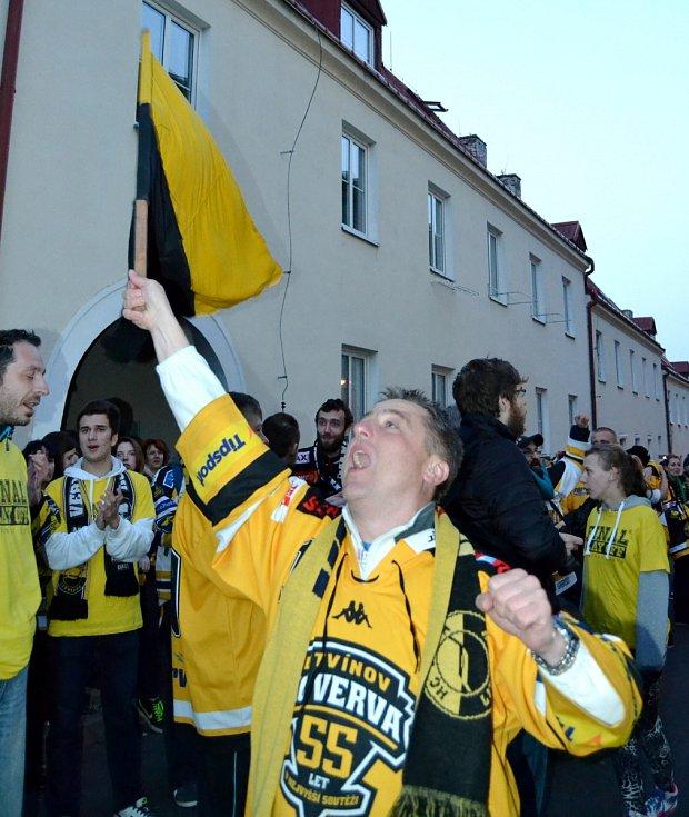 Takhle se před šesti lety slavil zisk historicky prvního mistrovského titulu v Litvínově.