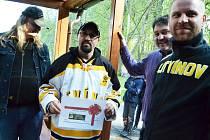Vratislav Bílek alias kozel, byl zakončení hokejové sezony v Litvínově na Loučkách vyhlášen největším cestovatelem za litvínovským hokejem. Podle výjezdoměru najezdil 6 180 kilometrů.