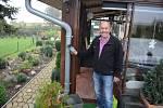 Emil Marhoun z osady Mníšek v Krušných horách šetří s vodou. Využívá i dešťovou.