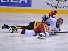 Hradecký forvard Jarůšek se proti Litvínovu prosadil už ve druhé minutě.