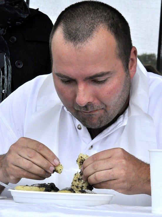 Součástí Braňanského posvícení byla opět soutěž v pojídání bramborových šišek.