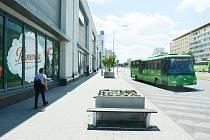 Třída Budovatelů od Centralu k Prioru. Radnice zařadila plán rekonstrukce veřejného prostranství v této části centra Mostu do střednědobého rozpočtového výhledu s realizací v letech 2021 a 2022.