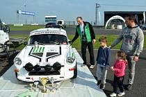 Michal Rubáš s jedinou replikou vozu Škoda 1300 MTX u nás