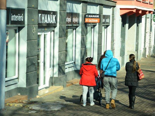 Místo prodejny s nábytkem v mostecké obytné zóně Stovka má vzniknou herna.