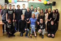 Učitelka Šárka Mandincová se svými žáky