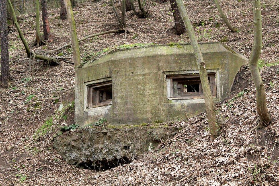 Další pohledn na bunkr u silnice Nové Stadice - Řehlovice.
