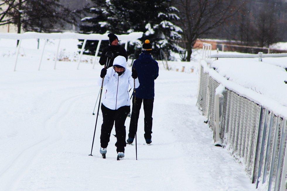 Netradiční trasa pro běžkaře vznikla na mosteckém dostihovém závodišti