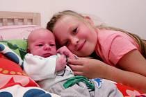 Jaroslav Pokorný se narodil 18. 8. 2020 v 11.56 hodin mamince Lucii Pokorné a tatínkovi Petrovi Pokornému. Měřil 50 cm a vážil 3,25 kg. Doma se na něj těšila sestřička Anička.