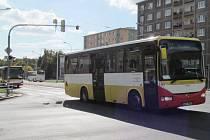 V autobusech MHD na území Mostu běží kuriózní videa.