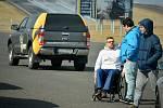 Spolek Cesta za snem uspořádal na polygonu Autodromu Most akci pro handicapované řidiče