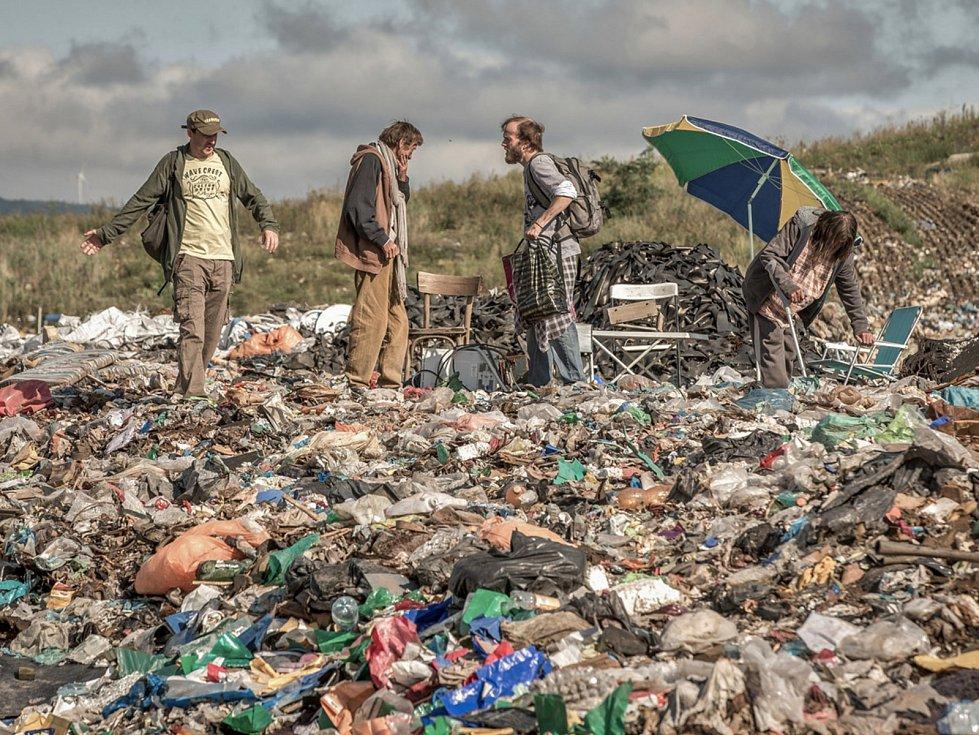 Na smetišti u Mostu je toto v reálu nemožné, je zde totiž regulérní skládka veřejnosti nepřístupná.