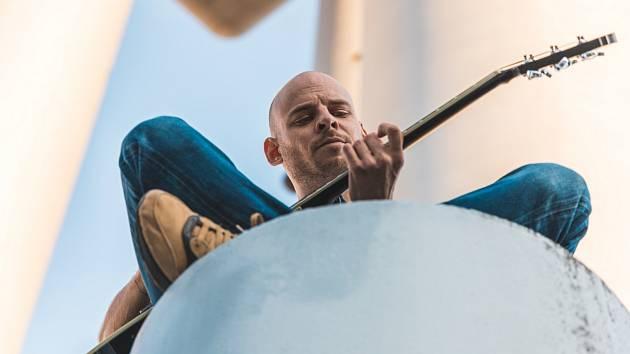 Vojtaano, muzikant i herec a komik, rodák z Litoměřic, vydal u Warner Music nové album 2020.