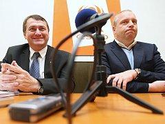 Koaliční vyjednávání. Jiří Šulc z ODS (vlevo) a Petr Benda z ČSSD.