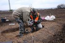 Archeologové našli v předpolí Vršany hroby z pozdní  doby bronzové.