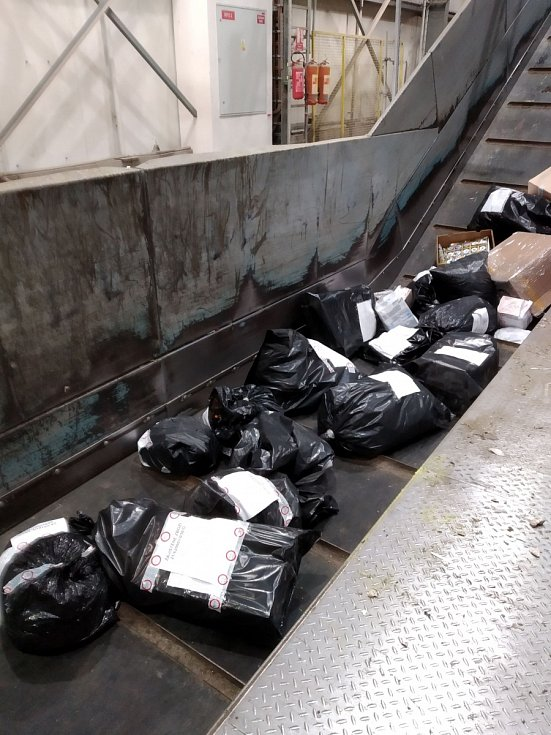V litvínovském podniku likvidovali zboží, zabavené celníky