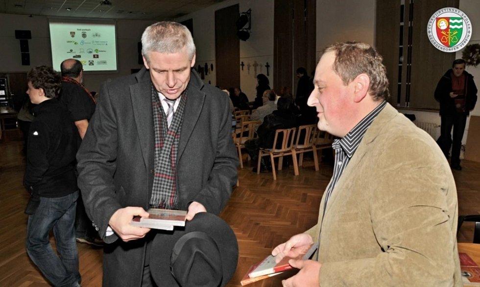 Snímek z činnosti Českojiřetínského spolku, Petr Fišer (vpravo)