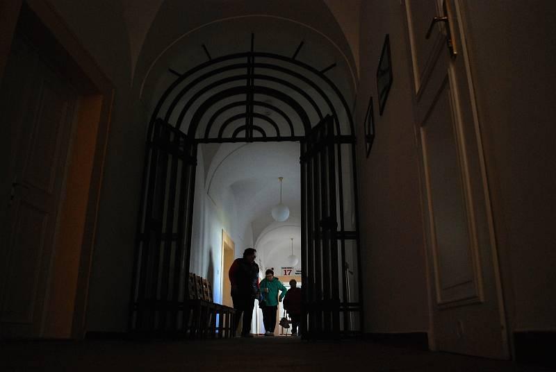 Litvínov využil k volbám zámek, Most má volební hospůdku