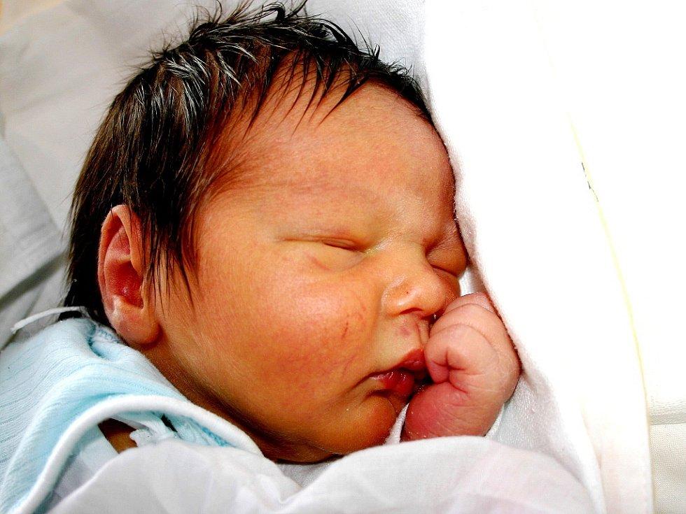 Mamince Kateřině Nedbalové z Českých Zlatníků se 8. března ve 2.10 hodin narodil syn Tomáš Nedbal. Měřil 52 centimetrů a vážil 3,51 kilogramu.