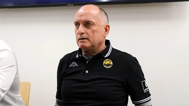 Trenér Vladimír Kýhos byl představen jako nový kouč hokejového Litvínova.