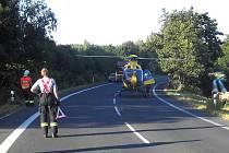 Pro zraněnou ženu musel přiletět vrtulník.