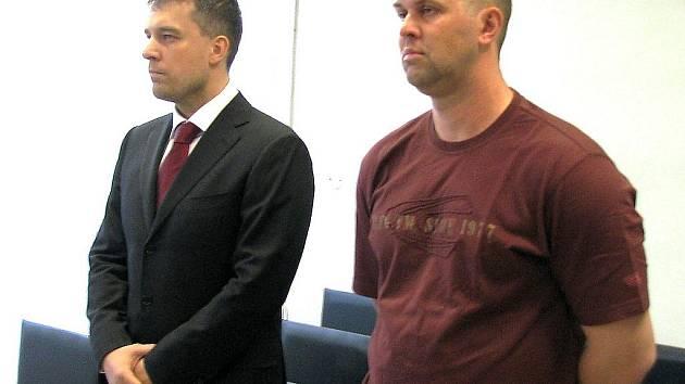Obžalovaní Radek Vrábel a Juraj Kozempel při vyhlašování rozsudku.