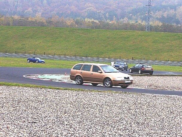 Stovky řidičů si vyzkoušely mostecký okruh.