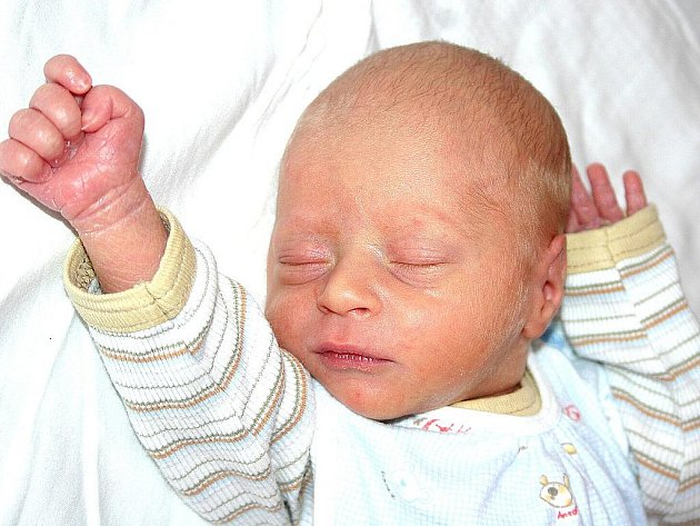 Mamince Monice Jehličkové z Lenešic se v Mostě 16. ledna ve 14.15 hodin narodil syn Jan Jehlička. Měřil 48 centimetrů a vážil 2,36 kilogramu.