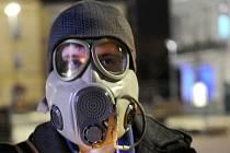 Plynová maska na protest proti znečištěnému ovzduší, demonstrace v Ostravě. Lepší kotle pomáhají snižovat znečištění i na Mostecku.