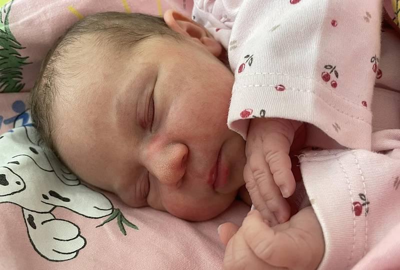 Ema Mili Římková se narodila mamince Kláře Lisé z Mostu 21. května ve 23.17 hodin. Měřila 48 cm a vážila 2,9 kg.