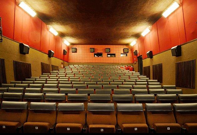 Toto jsou sedačky vkláštereckém kině, které Kosmos dostane.