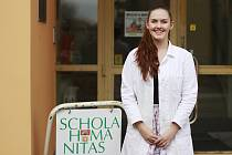 HISTORICKY PRVNÍ VÍTĚZKA JE  Z LITVÍNOVSKÉ ŠKOLY . Středoškolská kategorie byla letos  zařazena do studentské vědecké  konference poprvé. První místo v ní obsadila studentka litvínovské Scholy Humanitas Marie Formanová.