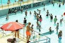Aquadrom má před sebou prodloužený víkend. Vedra pokračují. Padne rekord v návštěvnosti?