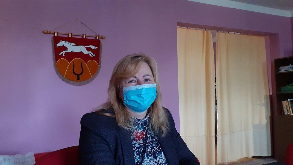Starostka Eva Jelínková, obec Bělušice.