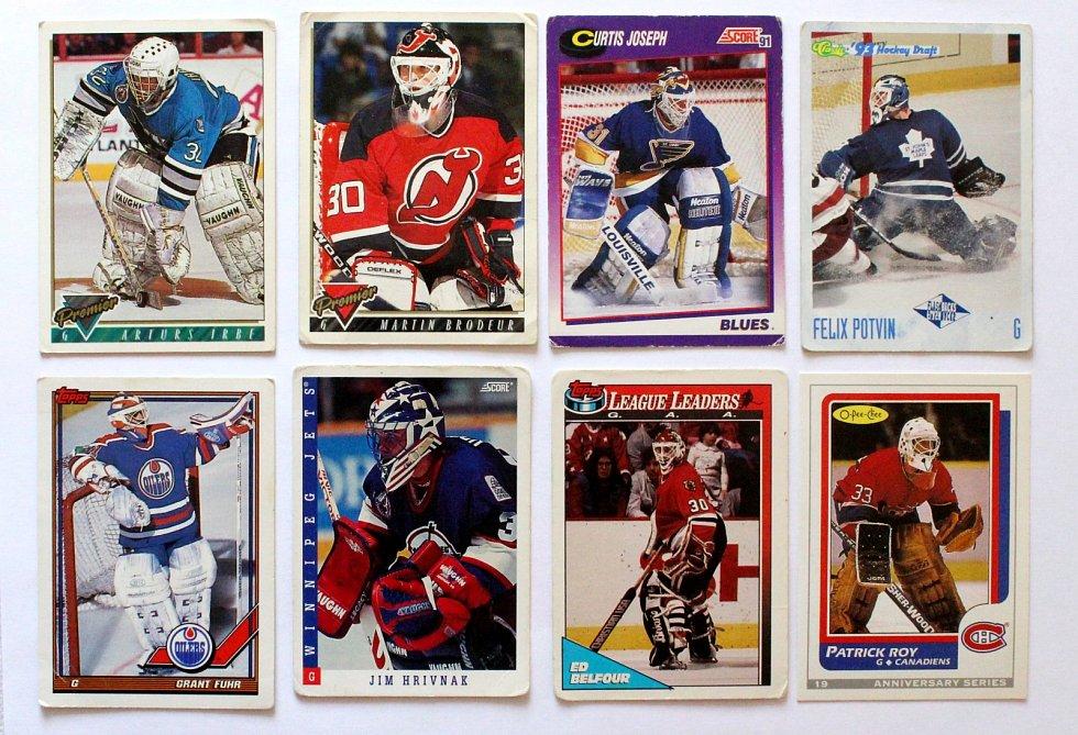 Sportovní kartičky se vrací. Vyráběly se, stále vyrábí a sbírají i u nás. Kartičky s gólmany NHL.