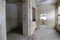 Nemovitosti v areálu jsou v katastrofálním stavu.