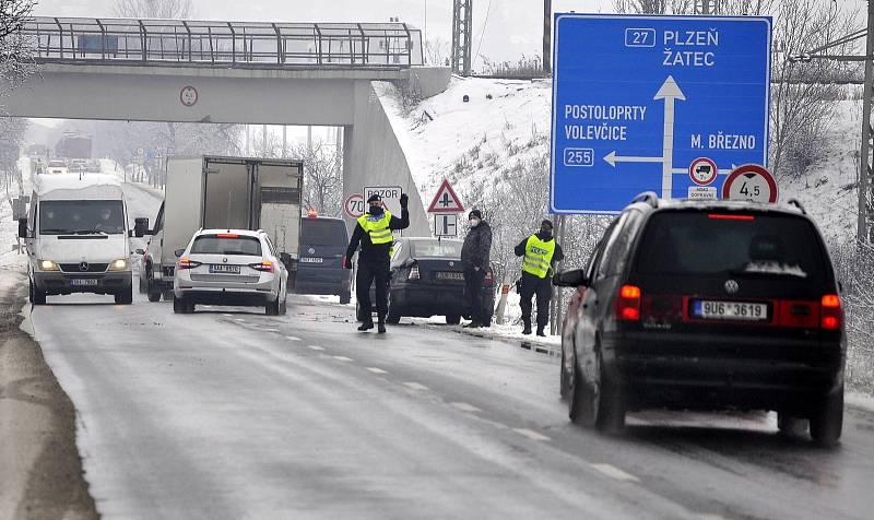 Pod železniční viadukty se cyklostezka Čepirohy - Bylana nevejde. Studie má najít řešení.