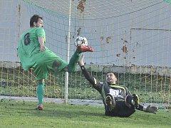 Jiřetín (v zeleném) srazil Litvínov na jeho půdě 3:0.