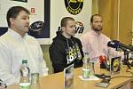 Vedení litvínovského klubu představilo Jakuba Petružálka na tiskové konferenci.
