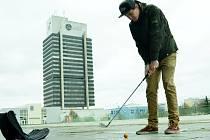 Loňský turnaj v urban golfu v Mostě.