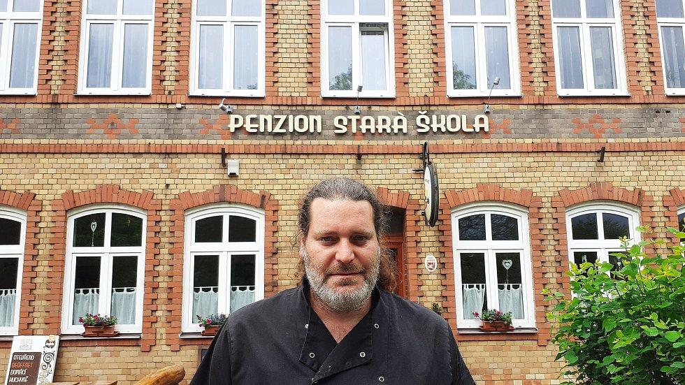 Obec Klíny, penzion Stará škola a Václav Lidický