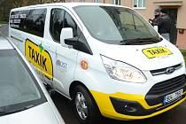 Taxík Maxík vyjel po koronavirové pauze opět do ulic Mostu.