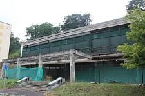 Momentální stav bývalé budovy restaurace. Rekonstrukce bude pokračovat.
