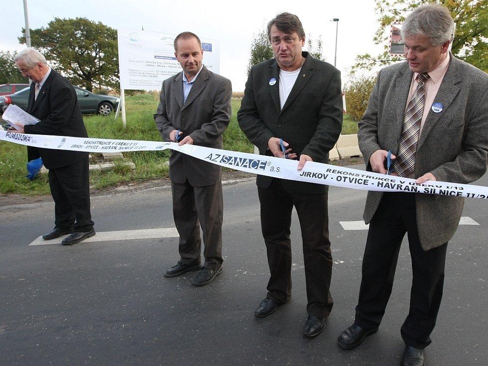Otevírání stavby nové silnice z Jirkova do Havraně.