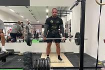 Mostecký strongman Petr Pastýřík na závodech v pražském SB fitness.