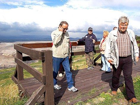 """Lomští se podívali na """"plovoucí"""" lom. Ten se za rok posune o 80 metrů."""