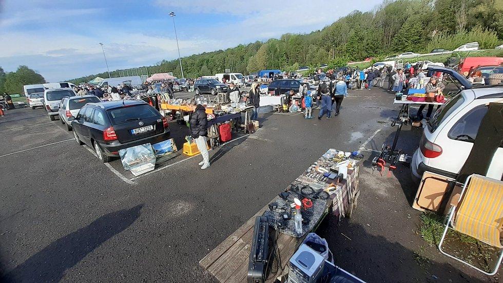 První letošní bleší trh v Mostě.