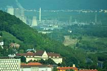 Pohled na chemičku a Litvínov z Mostu.