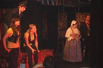 DVD hraje v hudebním klubu Gama hospoda.
