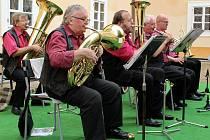 Na nádvoří litvínovského zámku Valdštejnů zahrála Krušnohorská dechovka